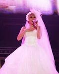 倖田來未 ウエディングドレス 画像